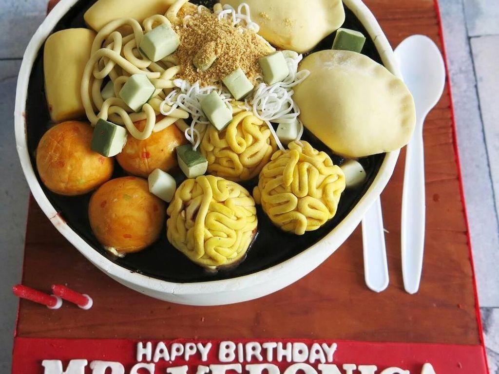 Terinspirasi dari Makanan Lokal, Kue Ulang Tahun Ini Berbentuk Pempek hingga Mi Godog