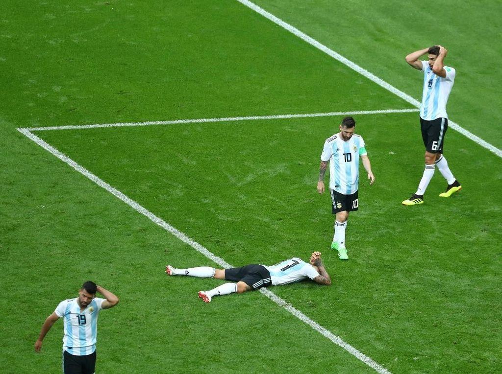Cetak Tiga Gol, Argentina Tetap Angkat Koper