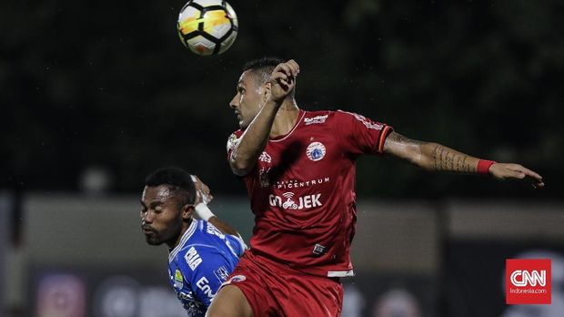 Liga 1 2018 menghadirkan persaingan yang ketat dari papan atas hingga papan bawah.
