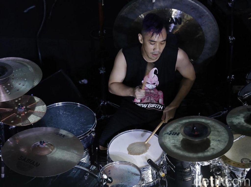 Ikmal Tobing hingga Fajar Satritama Cari Drummer Bertalenta