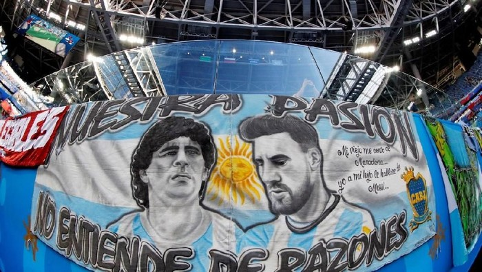 Soccer Football - World Cup - Group D - Nigeria vs Argentina - Saint Petersburg Stadium, Saint Petersburg, Russia - June 26, 2018   General view of a banner of Argentinas Lionel Messi and Diego Maradona displayed in the stadium before the match    REUTERS/Jorge Silva