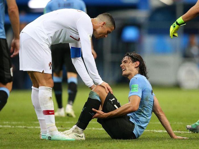 Edinson Cavani mengalami cedera saat Uruguay mengalahkan Portugal 2-1 di babak 16 besar Piala Dunia 2018 (Foto: Alex Livesey/Getty Images)