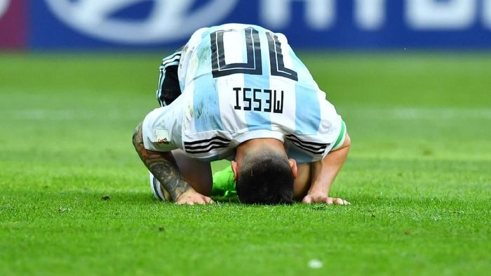 Lionel Messi pernah menangis seperti anak kehilangan ibunya. (Foto: Dylan Martinez/Reuters)