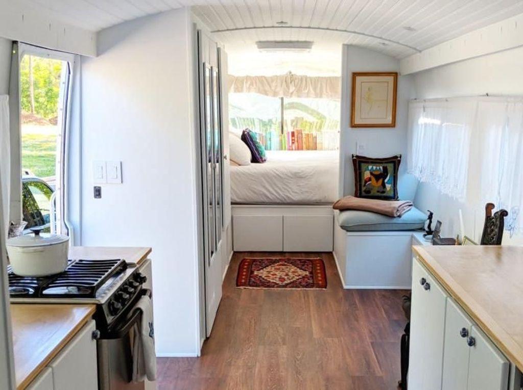 Kamar Ini Bikin Betah, Ternyata Dibuat dari Bus Jadul