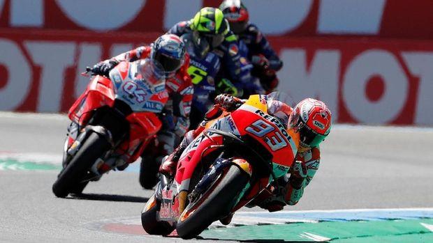 Marc Marquez meraih kemenangan dramatis di MotoGP Belanda.