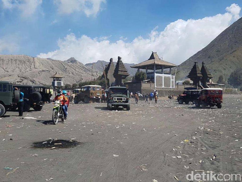 Perayaan Yadnya Kesada Sisakan Sampah di Bromo