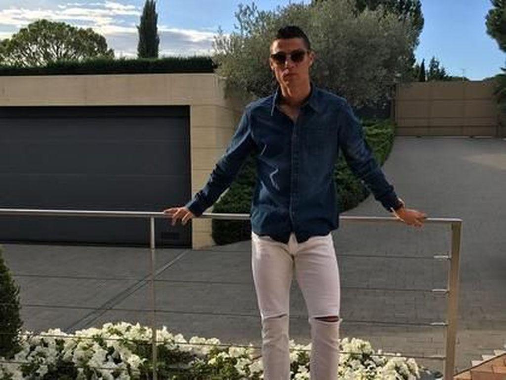 Ronaldo Asyik Berpesta di Saat Karantina