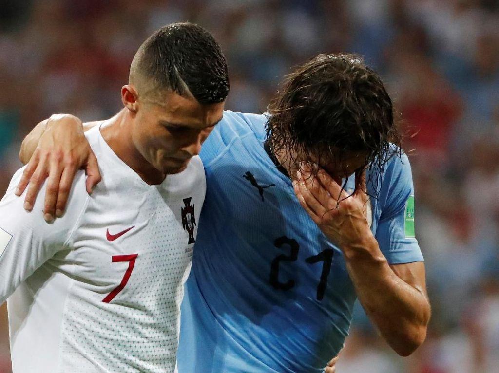 Ketika Cristiano Ronaldo Bantu Memapah Edinson Cavani