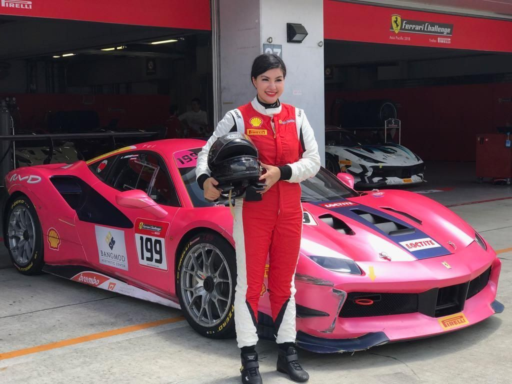 Yuk Kenalan dengan Satu-satunya Pebalap Ferrari Wanita di Asia