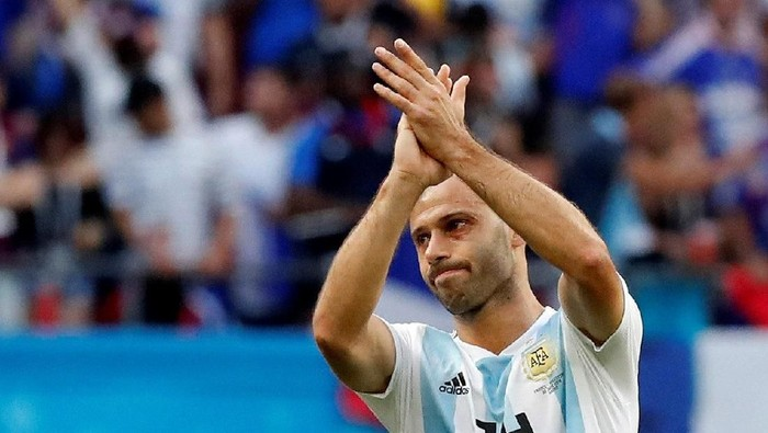 Soccer Football - World Cup - Round of 16 - France vs Argentina - Kazan Arena, Kazan, Russia - June 30, 2018  Argentinas Javier Mascherano looks dejected after the match                     REUTERS/Carlos Garcia Rawlins
