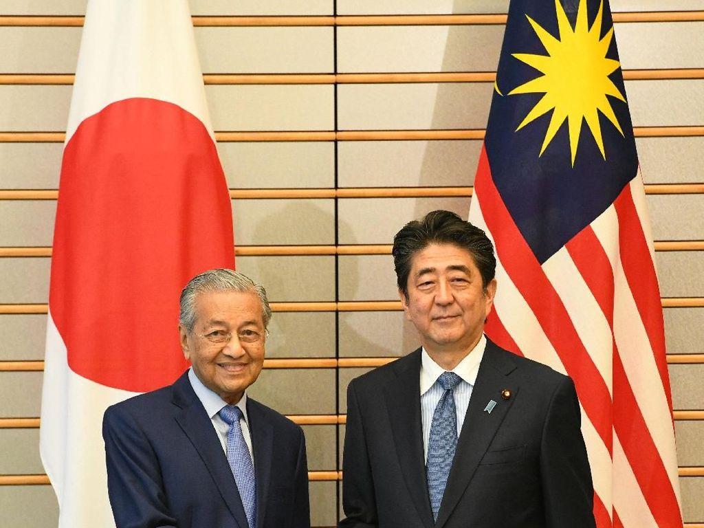 Ramai Dibahas, Begini Momen Mahathir Kunker Perdana ke Jepang