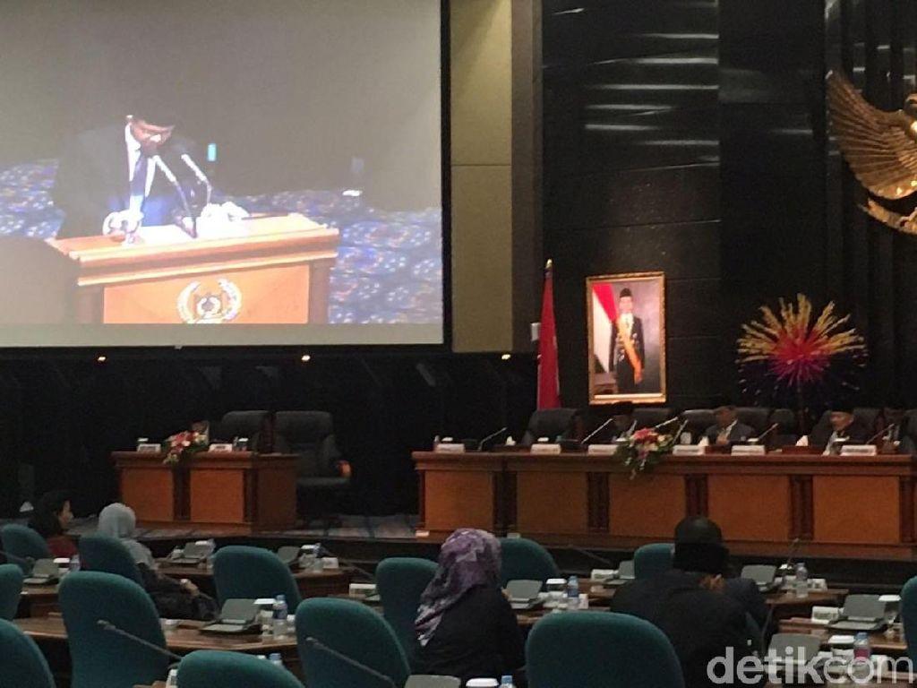 Anies Sampaikan LPJ APBD DKI Tahun 2017 di Sidang Paripurna DPRD