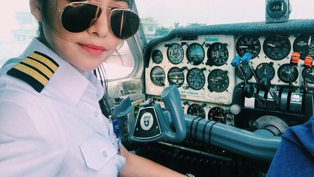 10 Pose Makan Shanika Silverio, Pilot Cantik yang Viral Ini Bagai Model
