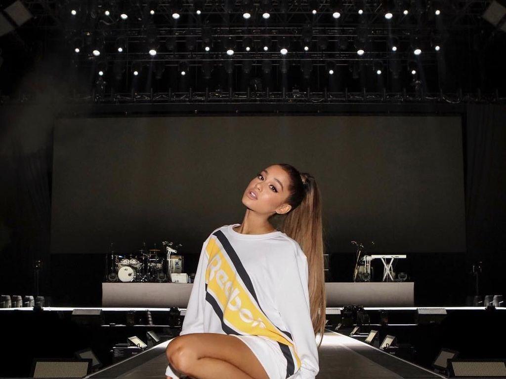 Foto: Gaya Seksi Ariana Grande yang Ikuti Tren Pakai Baju Tanpa Celana