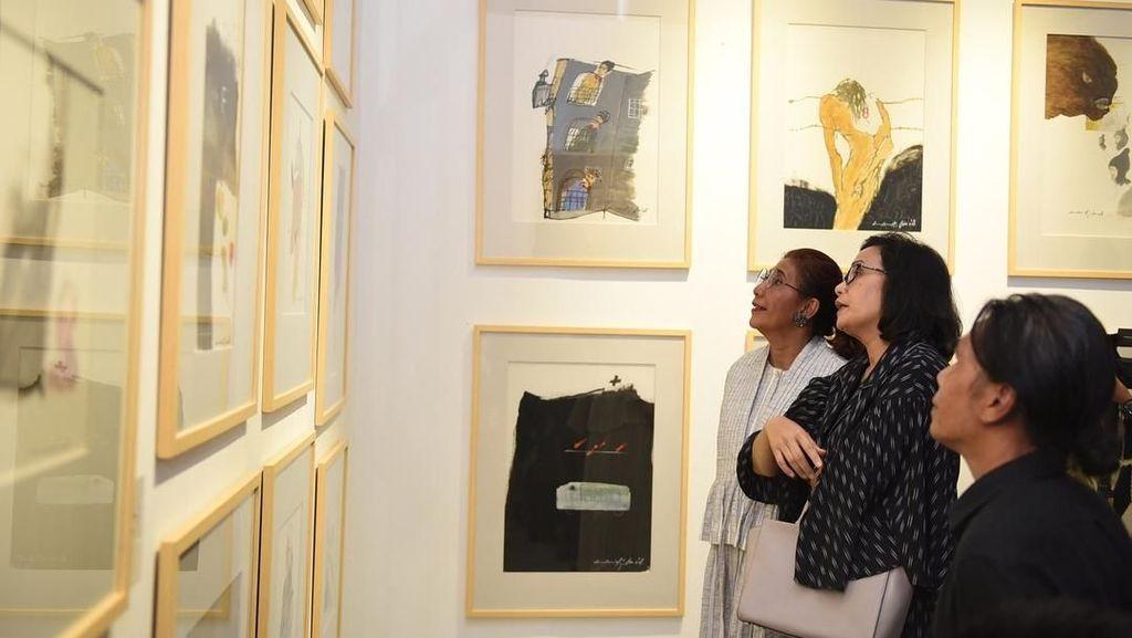 Akrabnya Sri Mulyani dan Susi saat Lihat Pameran Lukisan di Akhir Pekan