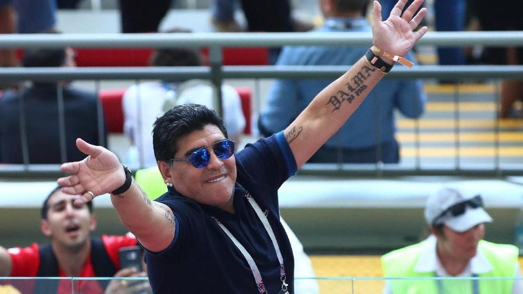 Maradona di Rusia: Jari Tengah hingga Berurai Air Mata