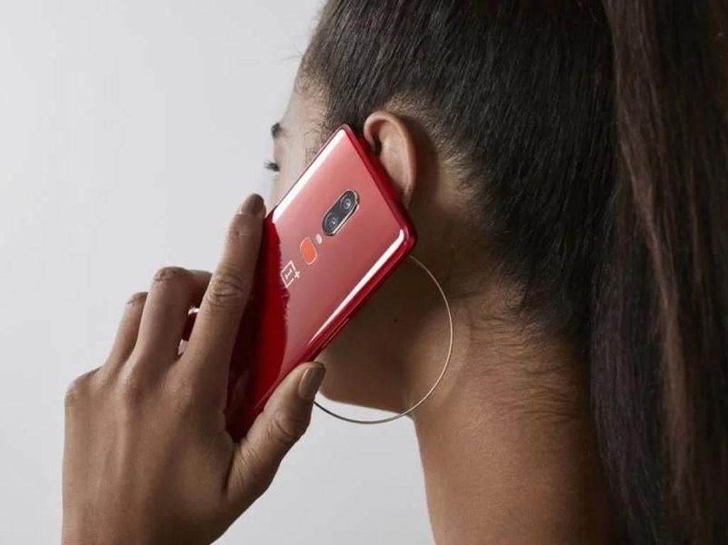 OnePlus 6 Tampil Seksi Berkelir Merah