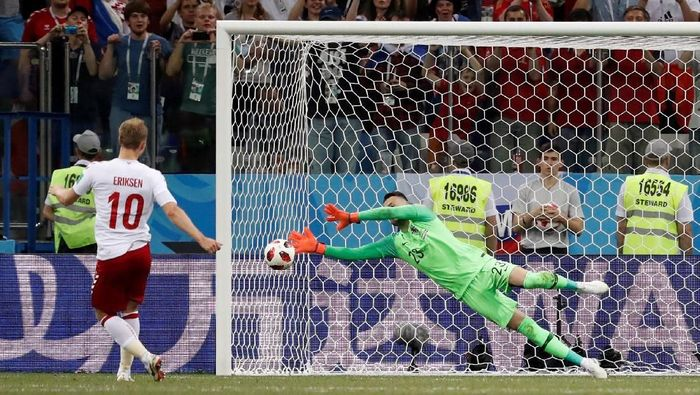 Subasic menghalau tiga tendangan penalti pemain Denmark pada babak 16 besar Piala Dunia 2018 (REUTERS/Damir Sagolj)