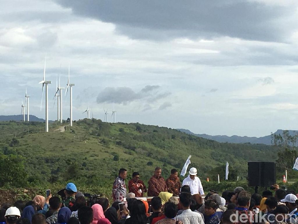 Tekan Sirene, Jokowi Resmikan Kebun Angin Sidrap
