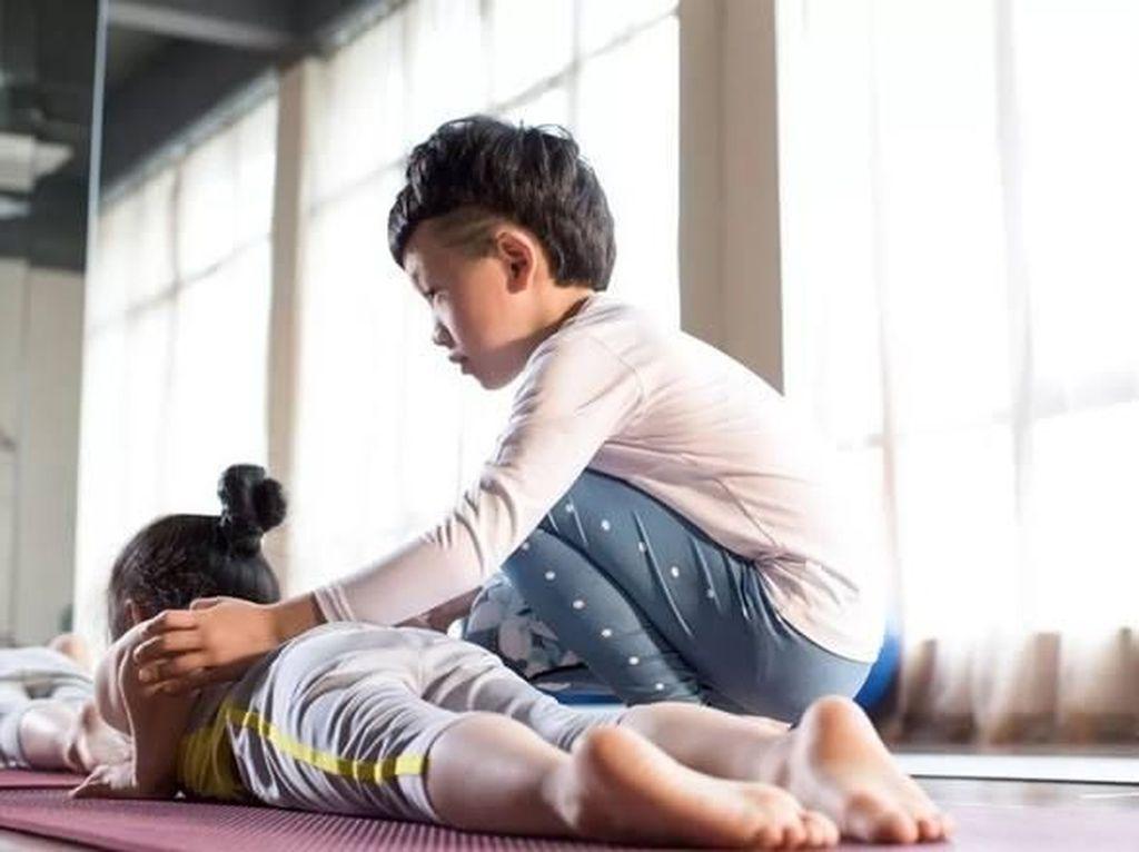 Instruktur Yoga Termuda di China Penghasilannya Sampai Ratusan Juta