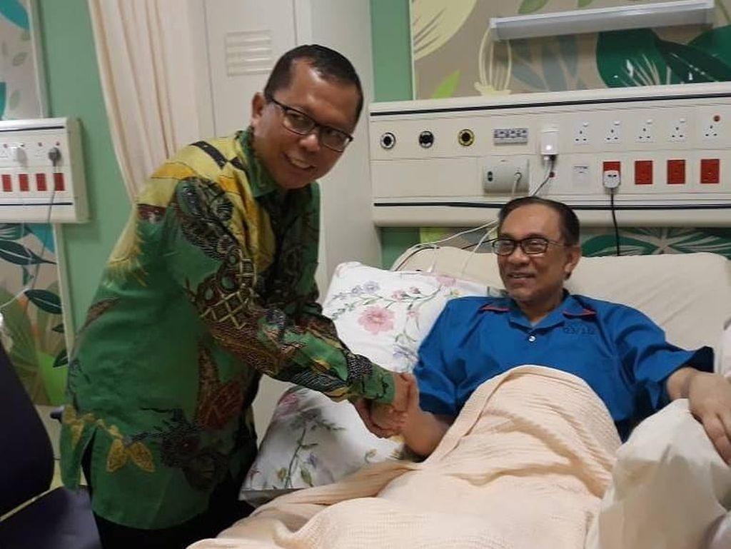 Sekjen PPP Jenguk Anwar Ibrahim, Bahas Politik Islam RI-Malaysia
