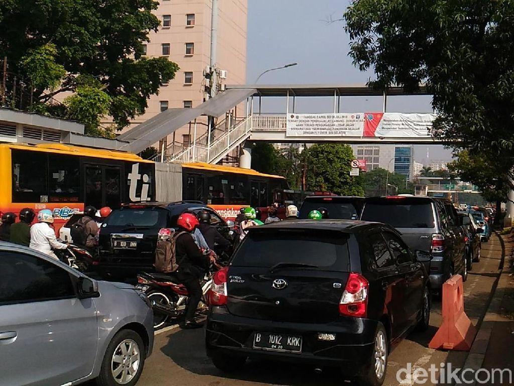Ganjil-Genap di Jl MT Haryono, Masih Banyak Pengemudi Melanggar