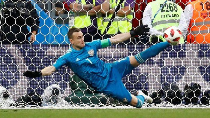 Kiper timnas Rusia, Igor Akinfeev, pahlawan kemenangan atas Spanyol. (Foto: Kai Pfaffenbach/Reuters)