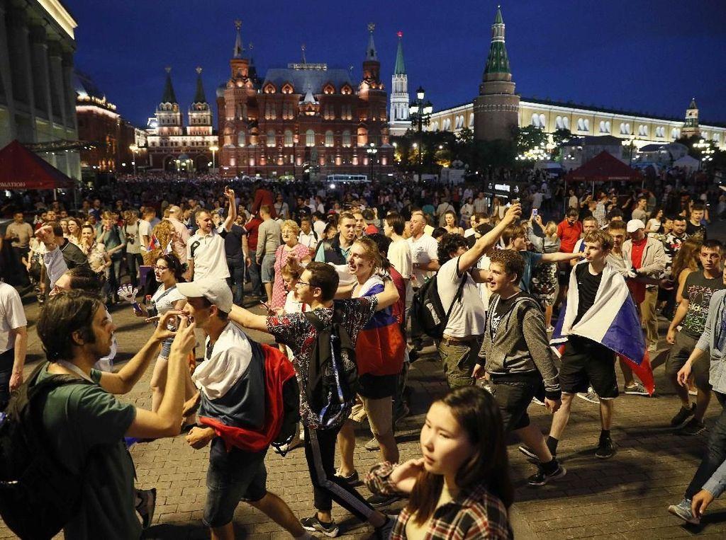 Video: Spanyol Out! Dan Moskow Pun Berpesta Bak Juara