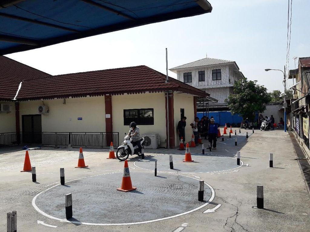 Polres Bekasi Siapkan Pelatihan bagi Pemohon SIM yang Gagal Ujian