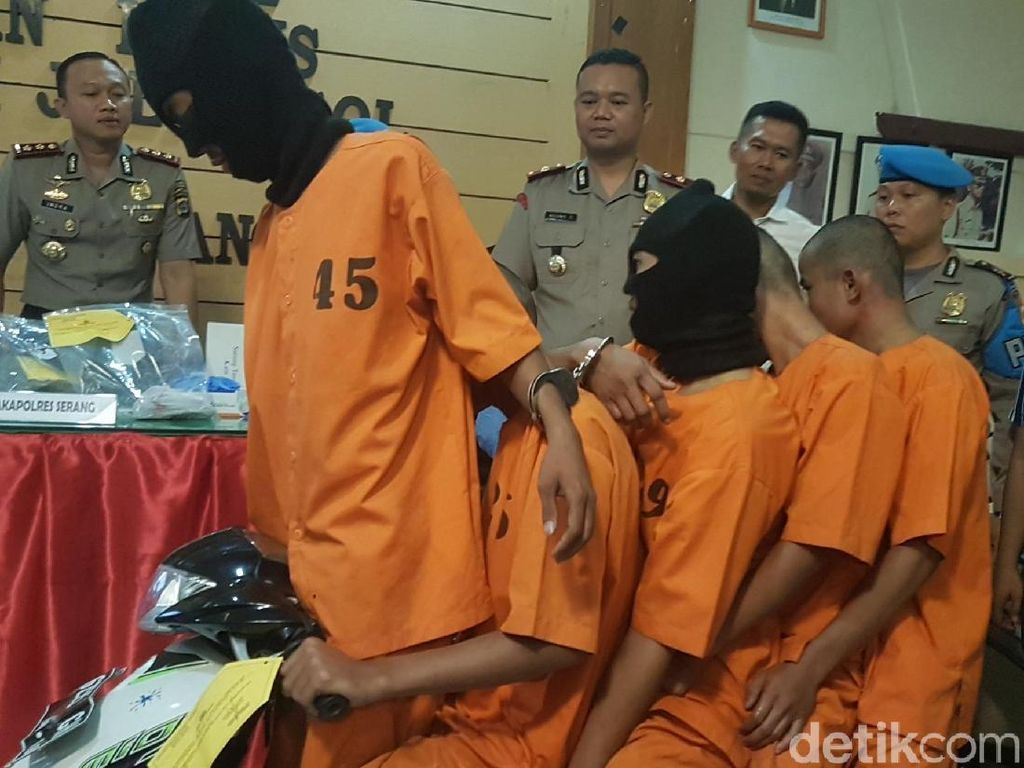 Keluarga Pelempar Batu di Tol Tangerang Minta Maaf ke Korban