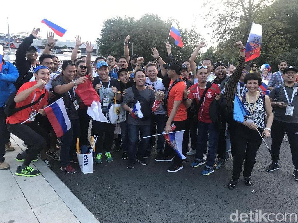 Dari Indonesia, Puluhan Fans Ini Dukung Rusia di Luzhniki
