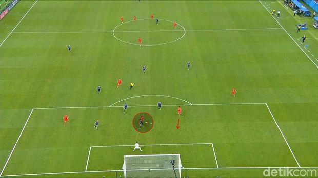 Romelu Lukaku melakukan gerakan menipu di kotak penalti Jepang