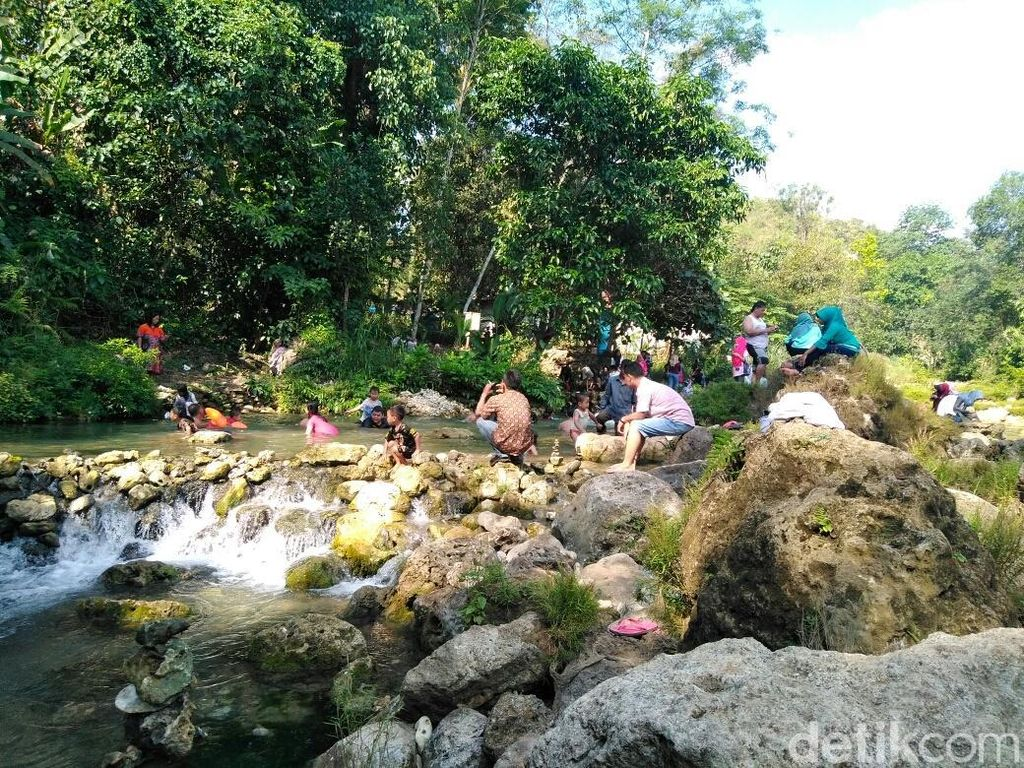 Nikmati Sensasi River Tubing di Tuban Sembari Bersedekah Yuk!