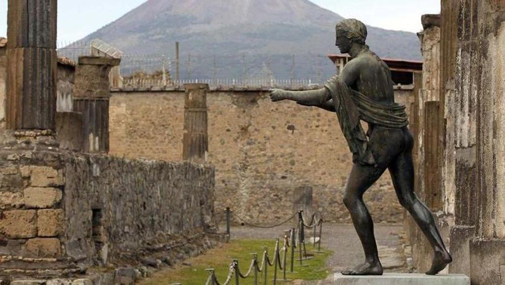 Berfoto di Reruntuhan Pompeii, Selebgram Ini Diancam Akan Dibunuh