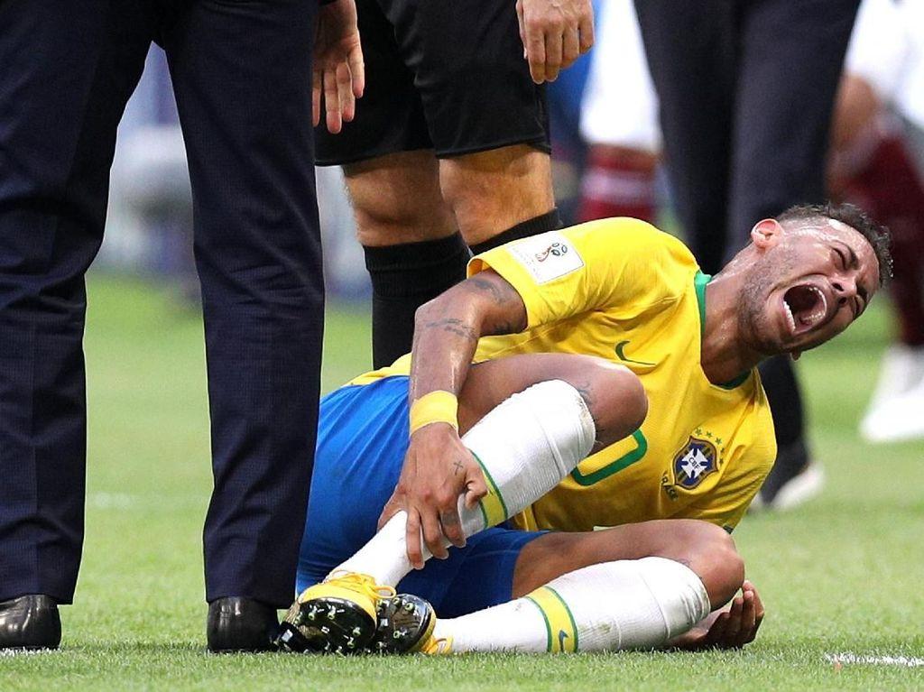 Neymar Jawab Tuduhan Berakting di Lapangan