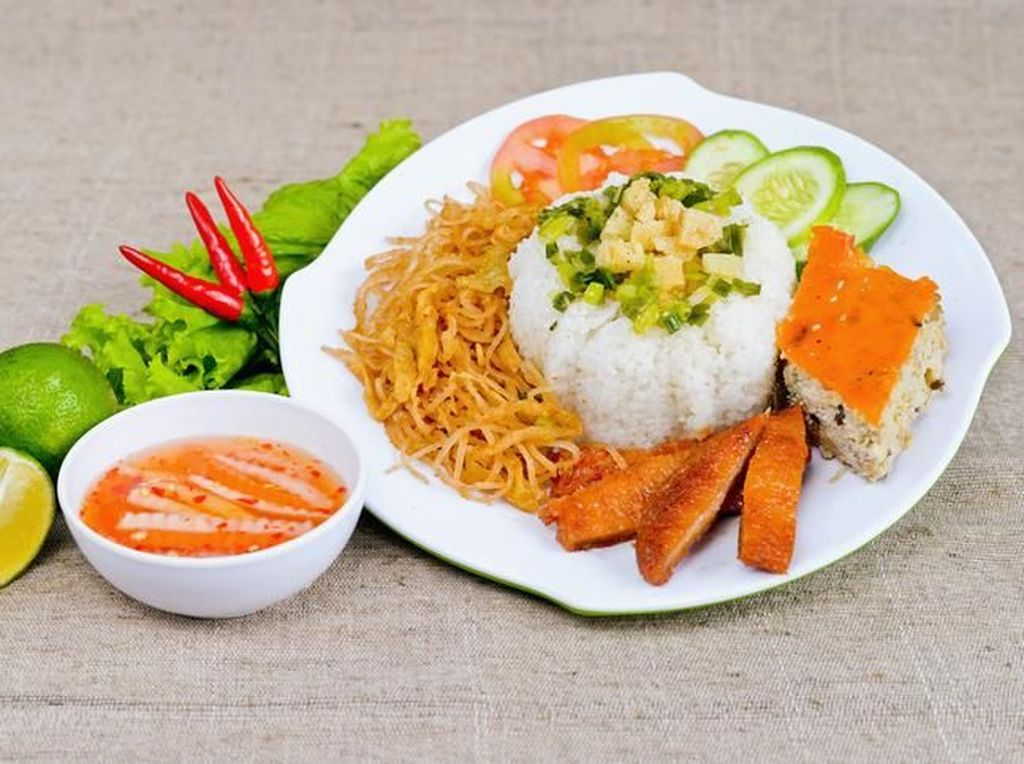 5 Resto Vietnam Ini Punya Hidangan Nasi Campur yang Gurih Mantap