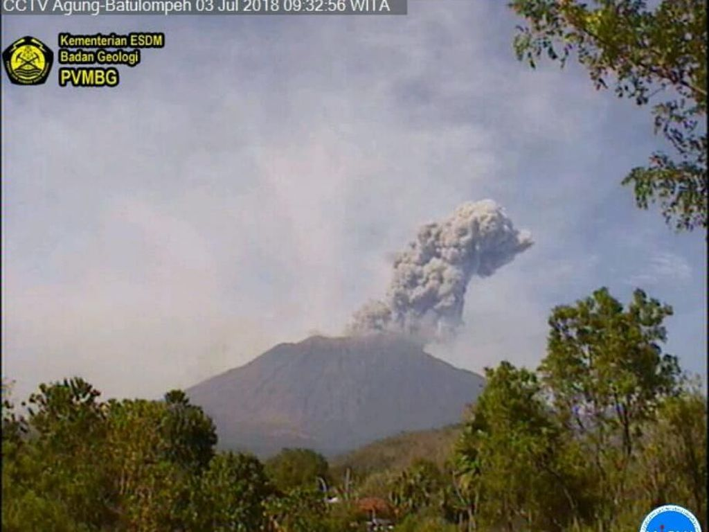 Gunung Agung Erupsi, 4 Desa di Karangasem Hujan Abu
