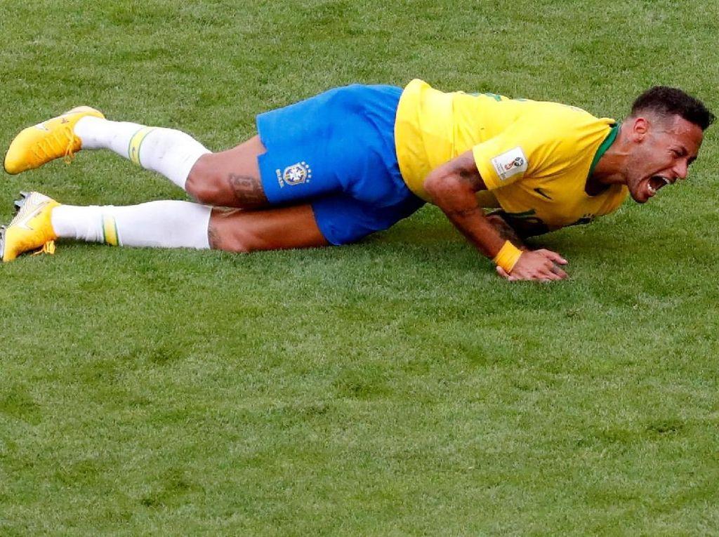 Pembelaan Suarez untuk Neymar
