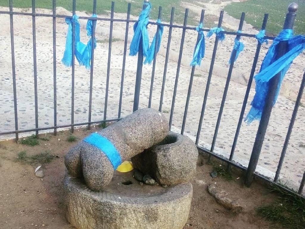 Foto: Patung Kemaluan Pria di Mongolia
