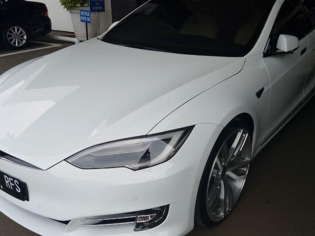 Mobil Listrik Miliaran Rupiah Milik Ketua DPR