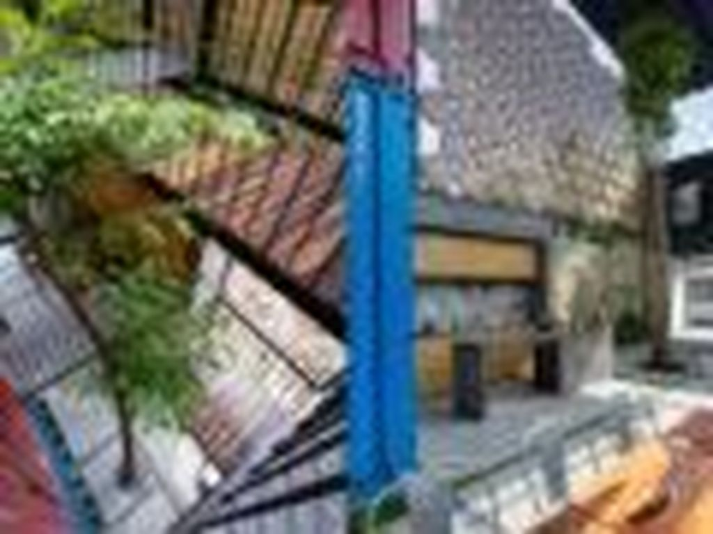 Hostel Unik di Vietnam Ini Terbuat dari Kontainer Bekas