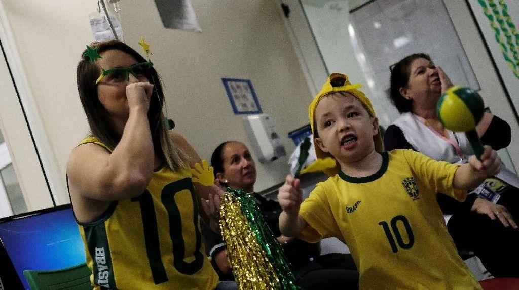 Pesta Kecil Pasien Kanker Atas Kemenangan Brasil