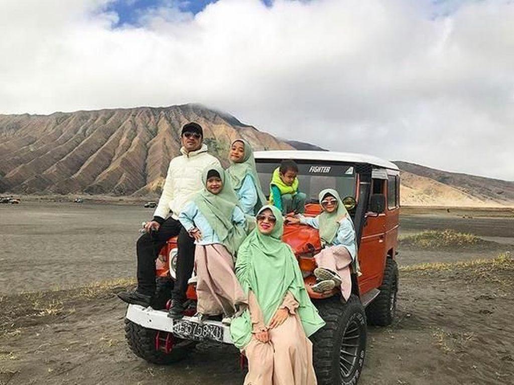 Potret Kompaknya Irfan Hakim Bareng Istri dan Anak