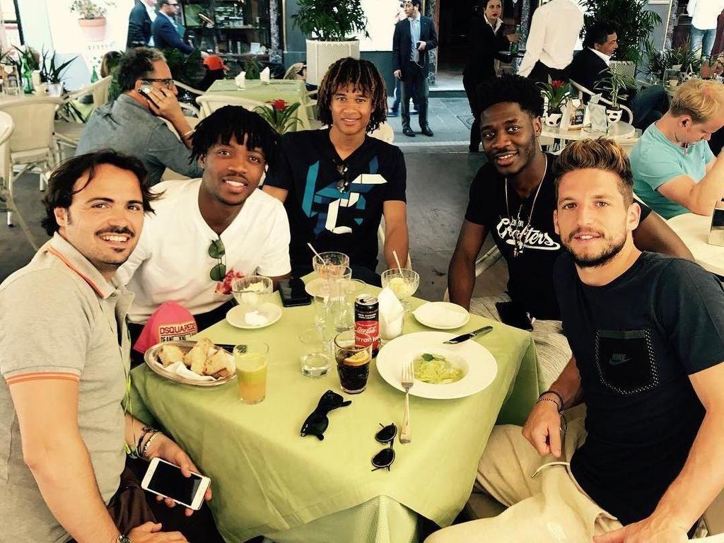 Begini Keseruan Dries Mertens Saat Makan Bersama Teman-temannya