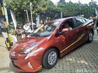 Toyota Prius pencetus kendaraan beroda empat hybrid di pasaran
