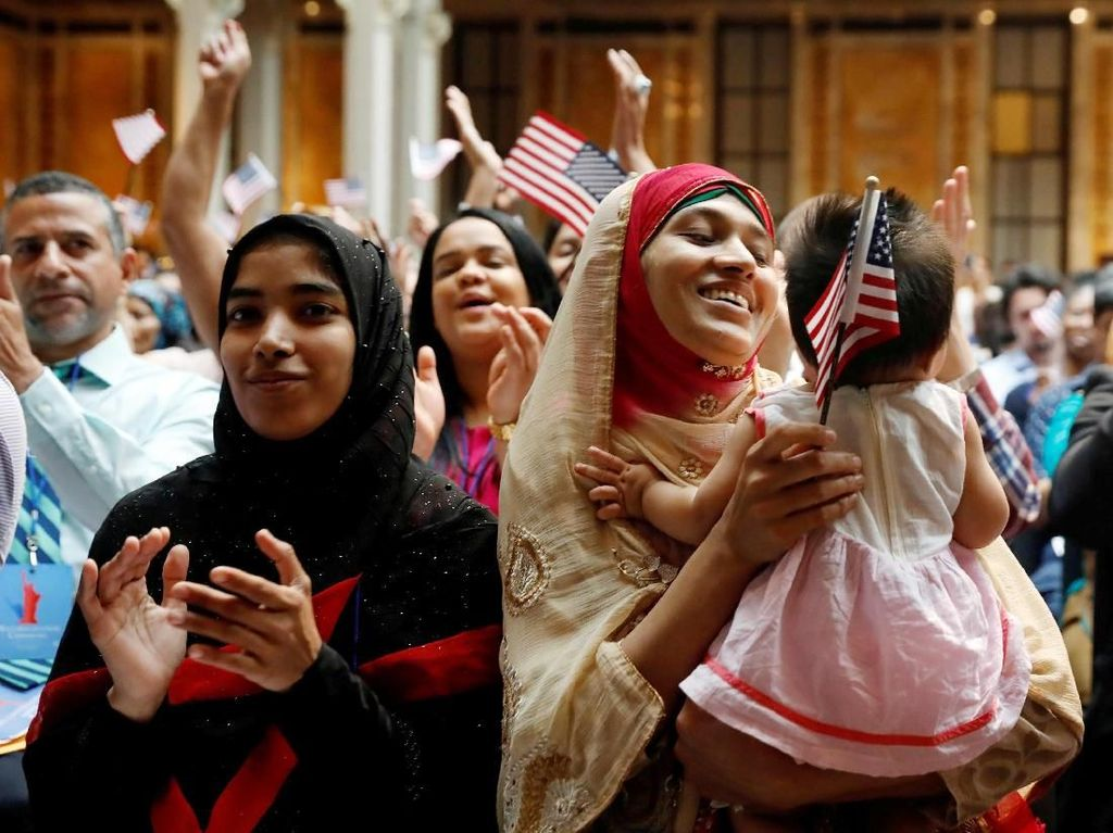 Sah! Ribuan Imigran di Amerika Kini Berstatus Warga Negara