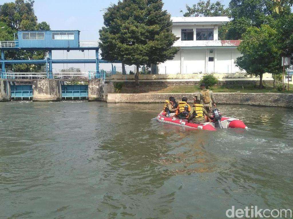 Susuri Sungai di Surabaya, Petugas Gabungan Buru Arapaima