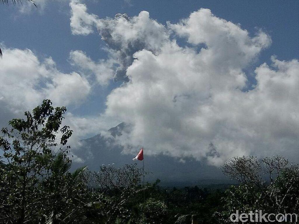 Gunung Agung Kembali Erupsi Siang Ini