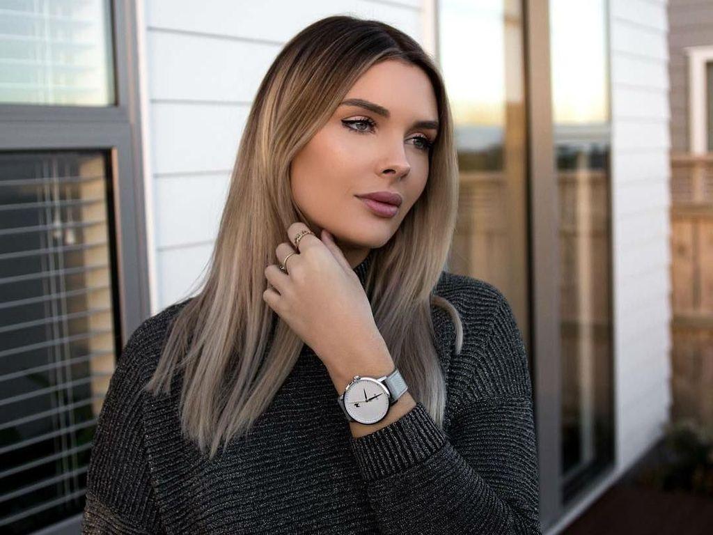 Sarah Harris, Model Playboy yang Hidupnya Hancur karena Payudara Palsu