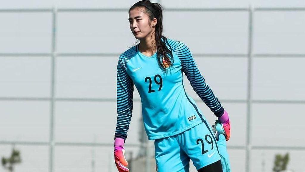 Cinta Olahraga, Wanita Cantik Ini Pilih Sepakbola Ketimbang Jadi Model
